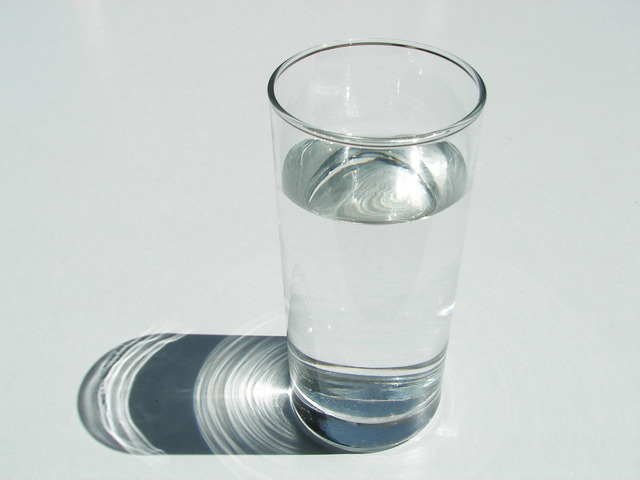 glass-of-water-staying-hydrated-summer-dehydration